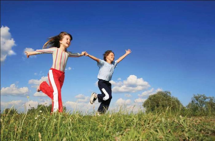 2-kids-running-in-open-field.jpg